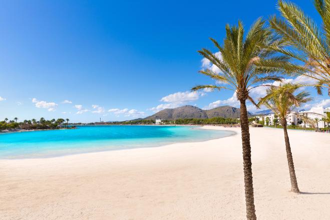 horas de sol en la playa, tardes en la playa con niños, gorro para la playa bebe, arena blanca