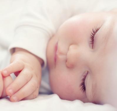 ¡Alerta! Los posicionadores para dormir a bebés son peligrosos